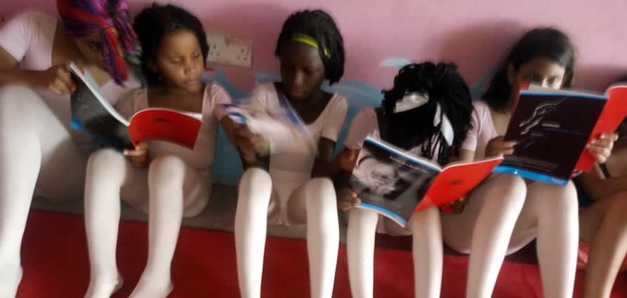 ballerinas-reading-books1